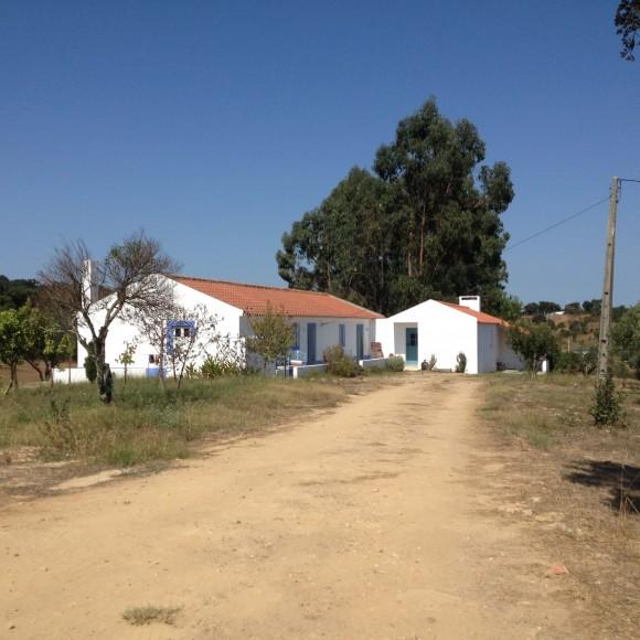 Dom jednorodzinny – rozbudowa, Moradia Cercal, Portugalia (Lisbon Design Studio)